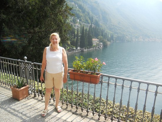 Hotel Villa Cipressi: View from one of the terrace walks