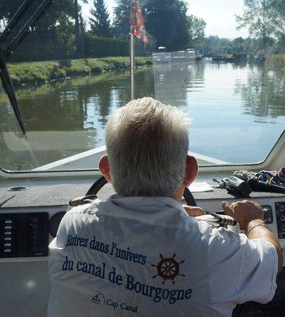 """Пуйи-ан-Озуа, Франция: La """"Billebaude"""" face à l'écluse d' Escommes"""