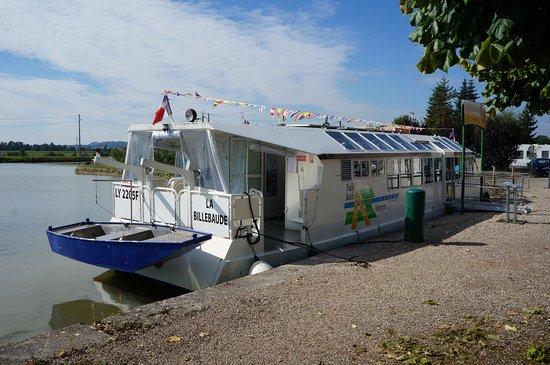 """Пуйи-ан-Озуа, Франция: la """"Billebaude"""" amarrée au Port de Pouilly-en-Auxois"""