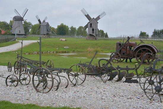 Saaremaa, Estonia: アングラ風車群入り口