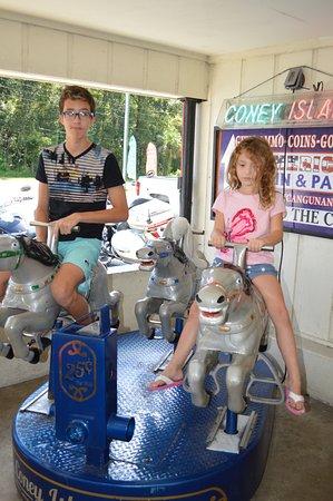 Brooksville, Φλόριντα: The kids rally rode it!