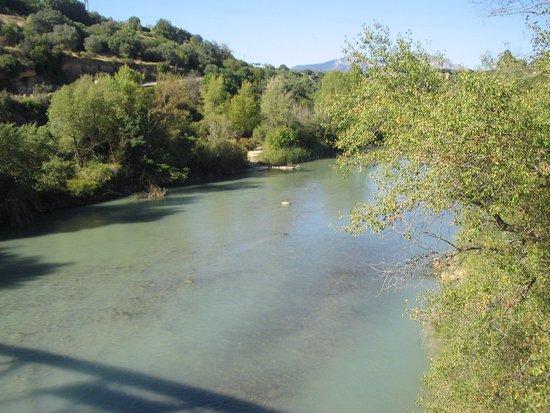 Santa Eulalia de Gállego, España: El Río Gallego, sobre el puente