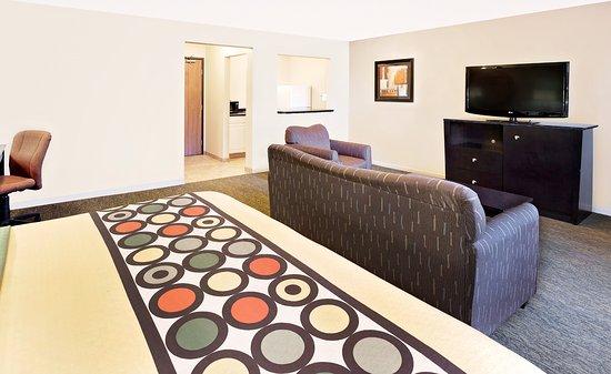 Super 8 Mt. Pleasant: King Suite
