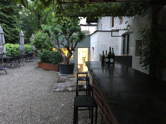 Cermes, Italia: Außenbereich