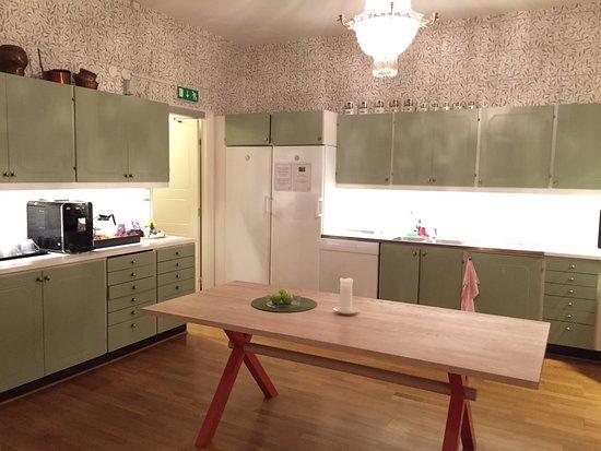 Parlan Hotell: cocina, maquina de cafe y te durante el dia