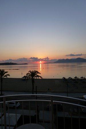 Hoposa Pollentia Hotel: Sunrise from room