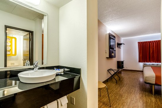 York, NE: Guest Room
