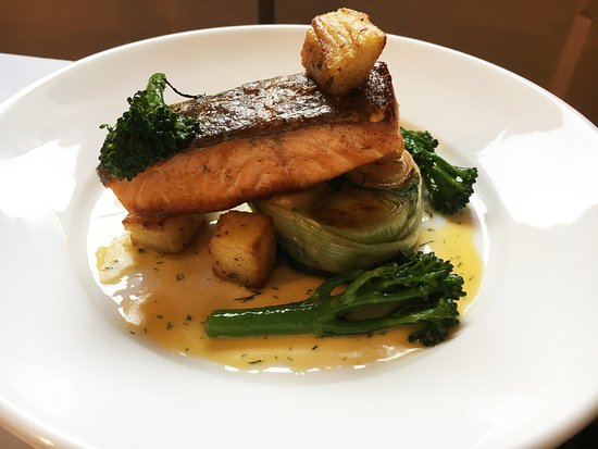 Red Lion Inn: Seared Salmon Fillet
