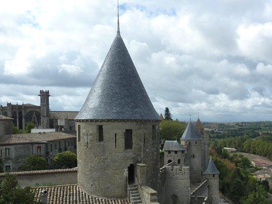 Castle in carcassonne picture of le jardin de la cite for Le jardin carcassonne