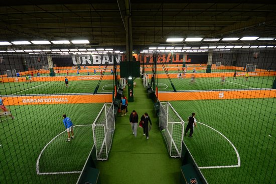 Terrains de foot à 5 en salle - UrbanSoccer Aubervilliers