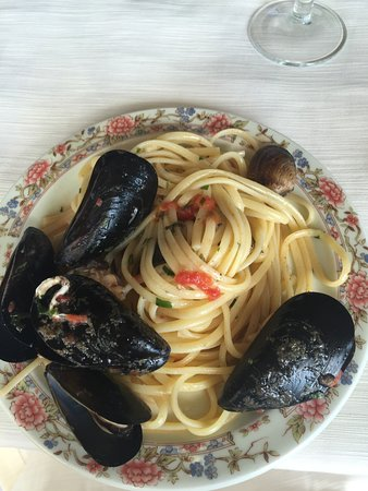 delicious mussels with pasta