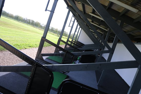 Coalville, UK: 18 Covered and Flood Lit Driving Range