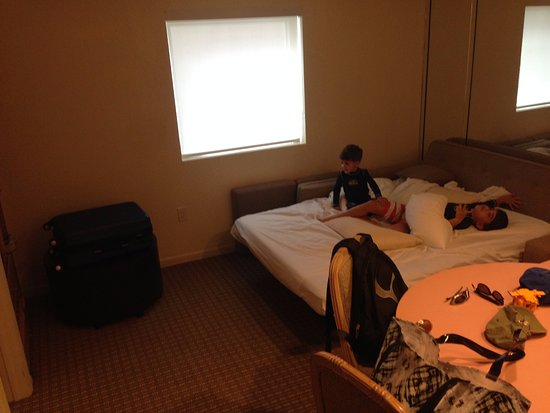 Crystal Beach Suites & Health Club: Espaço da sala