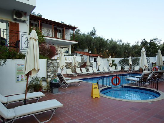 Filokalia Apartments: Pool area
