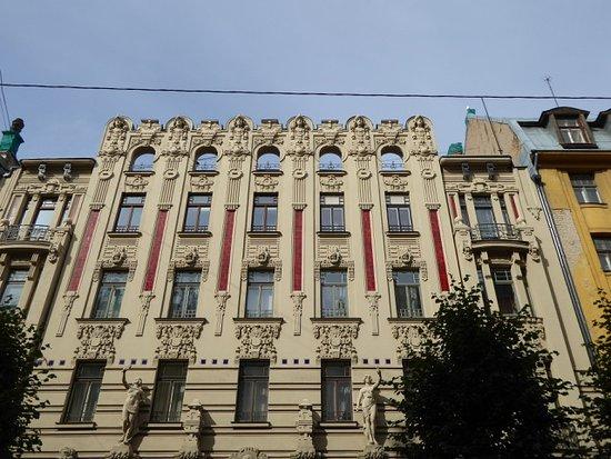 Facciata edificio stile liberty molto severa - Foto di Jugenda Stila ...