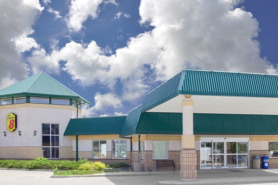 Super 8 by Wyndham Portage la Prairie MB: Super 8 Front Exterior Day