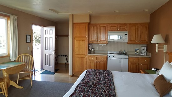Windermere on the Beach: King deluxe with fireplace and kitchenette