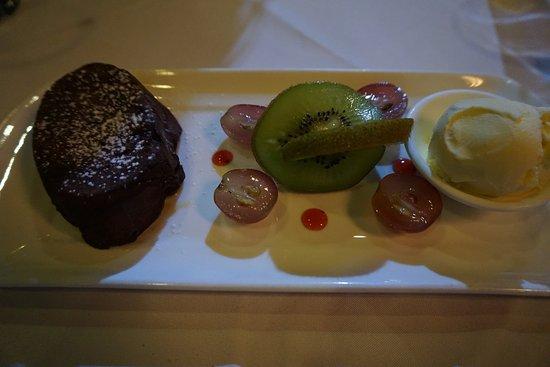 Paradox French Restaurant and Wine Bar: Chocolate fondant