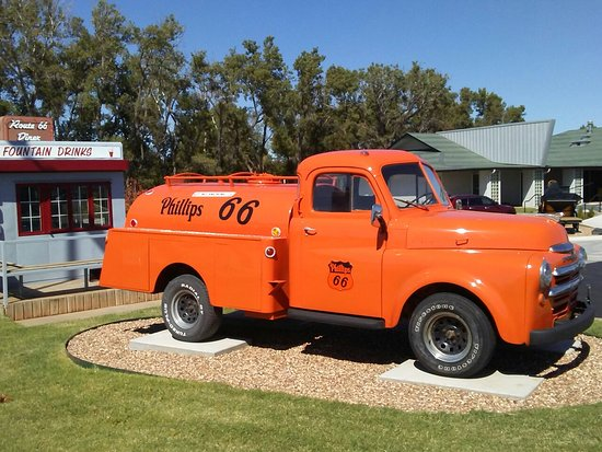 Oklahoma Route 66 Museum: Great displays and gift shop here!!