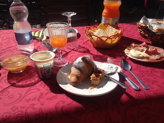 La Terrazza di Montepulciano: Breakfast (I had to taste it before taking a photo)