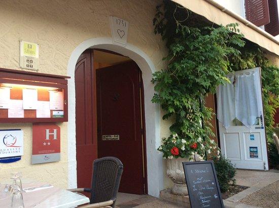 Excideuil, França: Entrance to the hostellerie