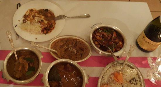 Kamasutra Indisches Restaurant: Un diner au restaurant Kamasutra. Le vin est un Tarapacá