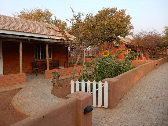Khorixas, Namibia: Individual cottage with garden