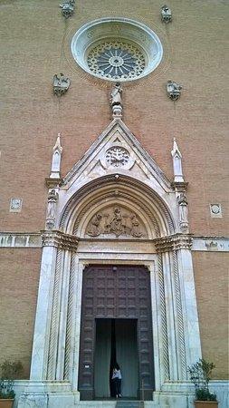 Siena, İtalya: facciata - portale e rosone