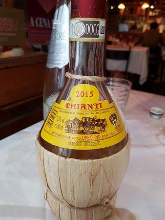 Osteria Pepo: il vino in fiaschetta da mezzo litro