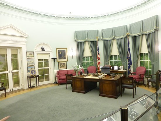 Independence, MO: Recreation of Truman's oval office