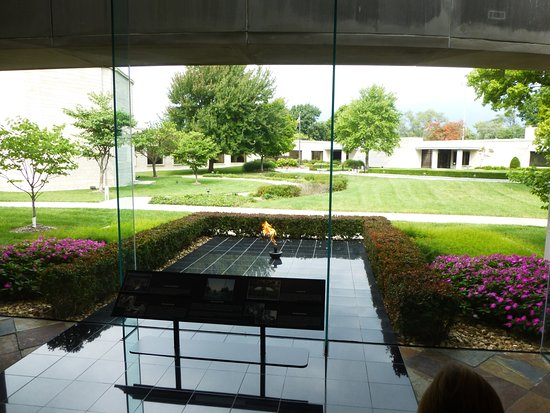 Independence, MO: Must see the eternal flame and gravesite.
