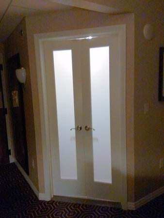 Lobby picture of hotel julien dubuque dubuque tripadvisor - Small french doors for bathroom ...