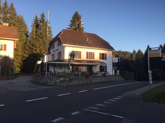Le Locle, Zwitserland: Extérieur et Menu Chasse