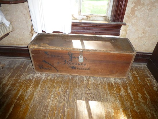 Kearney, MO: Original book box used by the James family