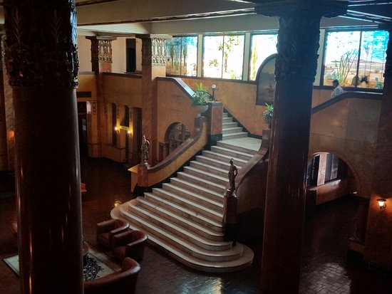Douglas, AZ: Grand staircase in lobby from mezzanine