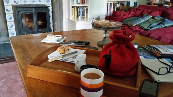 Newtonmore, UK: Afternoon tea and scones