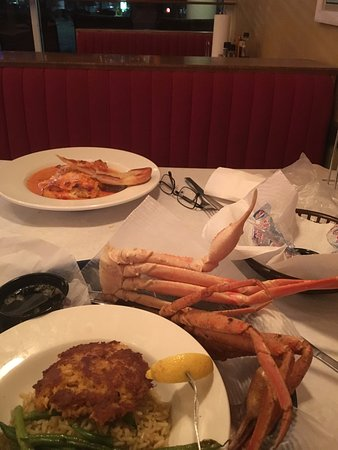 Cedar Reef Fish Camp: Snow Crab legs, crab cake and lobster lasagna, yum