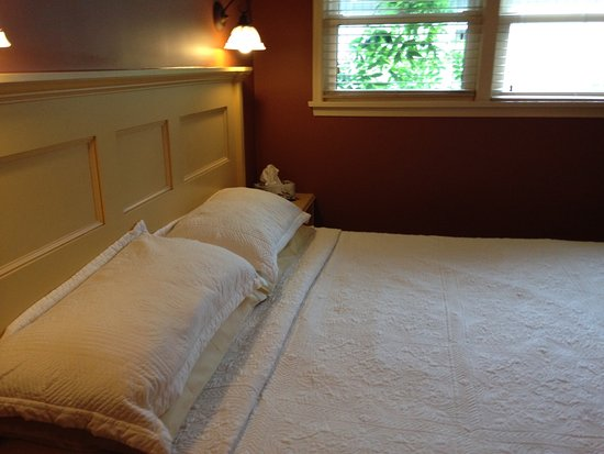 627 on King Bed and Breakfast: Comfortable King Size bed