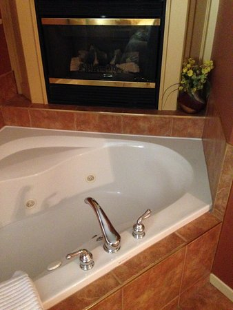 627 on King Bed and Breakfast: Jacuzzi tub