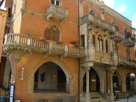 Fossano, Itália: Particolari Architettonici
