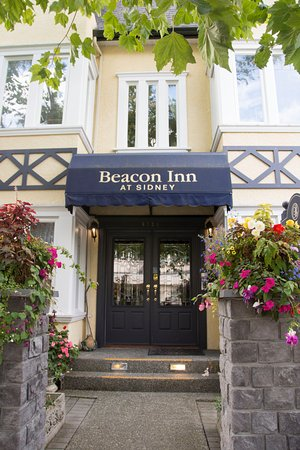 Beacon Inn at Sidney: Front door
