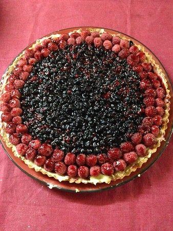 Haute-Savoie (bölge), Fransa: L'un de nos desserts maison, la tarte myrtille et framboise