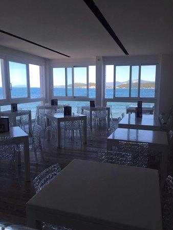 Baratti, Italia: Sala interna ristorante appena varcato l'ingresso