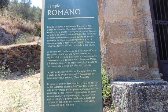 Alcántara, España: Placa com descrição do templo