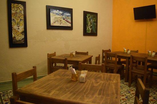 Comedor con espacio para exponer tus pinturas - Picture of Tlahuasco ...