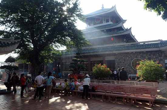 Sam Mountain : Lady Buddha Temple which attracts over 1 million local pilgrims a year to pay homage.