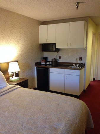 Hotel International: Large spacious clean room