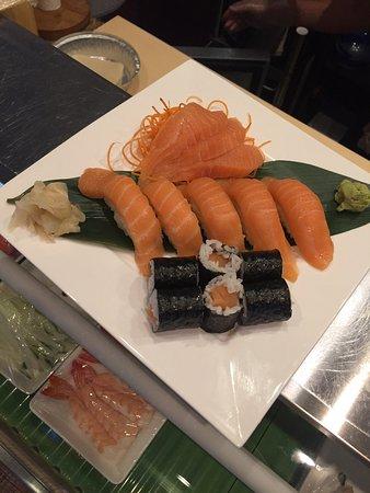 Sunset Beach, Carolina del Norte: Chinese dishes, Salmon lover sushi plate, Thai ice tea