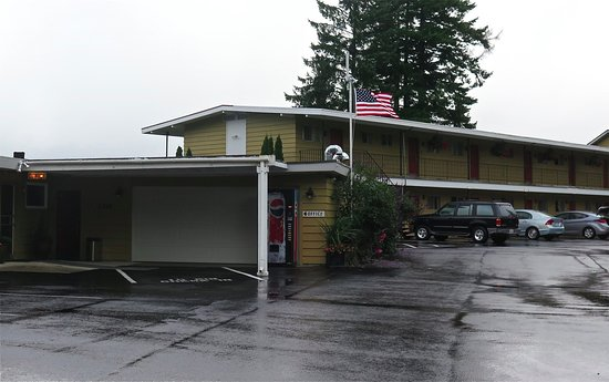 Astoria Crest Motel: Covered office entry
