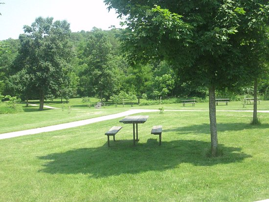 Preston, MN : Picnic areas near Mystery Cave (in state park)